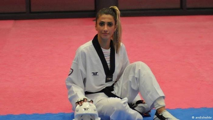دینا پوریونس، ملیپوش پیشین تکواندو ایران، چندین سال است که در کشور هلند پناهنده شده است. این ورزشکار یکی از ۵ ورزشکار ایرانیتبار در ترکیب تیم ۲۹ نفره پناهندگان است که زیر پرچم کمیته بینالمللی المپیک، در المپیک توکیو به میدان میروند.