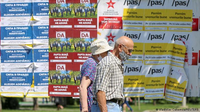 Плакати на участниците в парламентарните избори в Молдова на 11 юли 2021