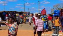 Bevölkerungswachstum Schlagwort: Weltbevölkerungstag, Nampula, Armut, Mosambik Wann wurde das Bild gemacht?: 11.07.2021 Wo wurde das Bild aufgenommen?: Nampula, Mosambik Armut begleitet das Bevölkerungswachstum in Mosambik