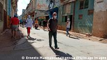 People wear face masks as they walk on a street, in Havana, Cuba, on 7 July 2021. Cuba faces a new spike in coronavirus rates, with the Matanzas province suffering the worst part and close to health facilities collapse. Coronavirus outbreak in Cuba ACHTUNG: NUR REDAKTIONELLE NUTZUNG PUBLICATIONxINxGERxSUIxAUTxONLY Copyright: xErnestoxMastrascusax AME910 20210707-8c14fcad9c2a35ec986ef82a09bf30f285c04b25