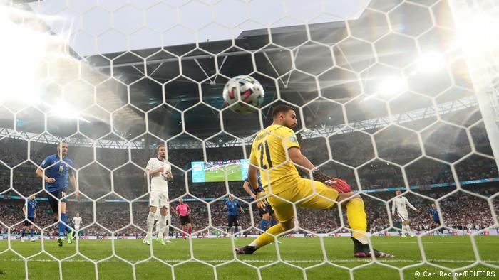 جیانلوئیجی دوناروما، دروازه تیم ملی ایتالیا شانسی برای جلوگیری از گل انگلیس نداشت.