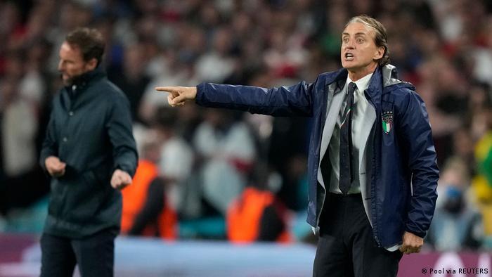 İngiltere Teknik Direktörü Southgate ve İtalya Teknik Direktörü Mancini