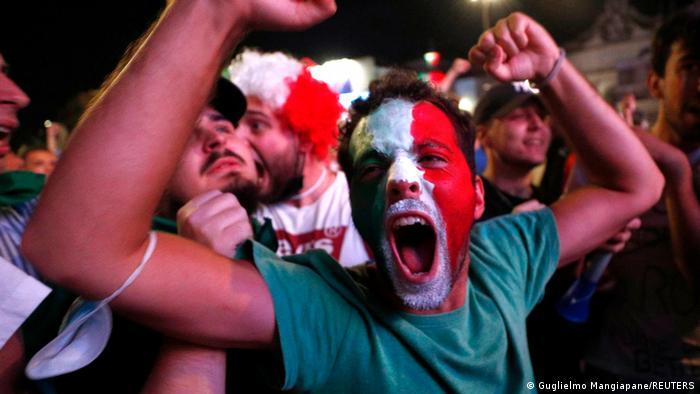 کسب عنوان قهرمانی اروپا و شادی بی حد و مرز هواداران تیم ملی فوتبال ایتالیا که در اماکن عمومی این کشور تجمع کرده بودند، از جمله در میدان پوپولو در رم.