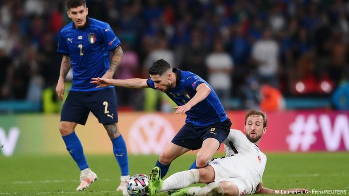 ایتالیا اگر چه در نیمه دوم این دیدار پرتحرکتر بود، اما در نهایت نتوانست حملات خود را به گل بدل کند. پیکار دو تیم پس از ۹۰ دقیقه وقت قانونی در نهایت با تساوی یک بر یک به پایان رسید و این دیدار به وقت اضافه کشیده شد.