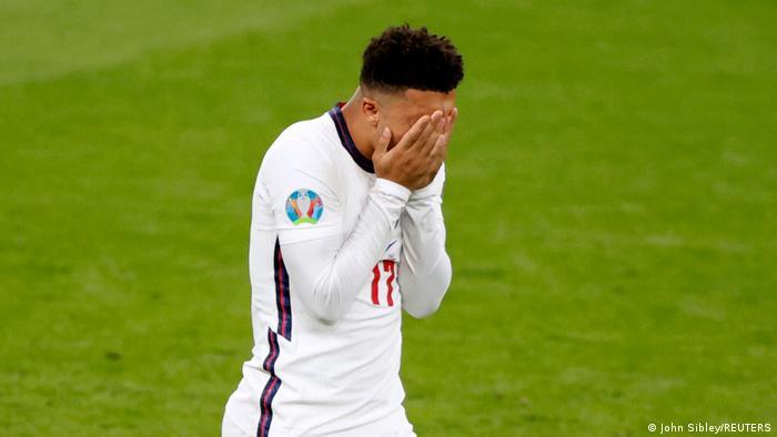 Jadon Sancho lamenta o pênalti perdido na final da Eurocopa 2020