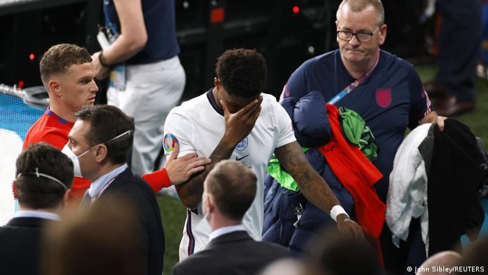 İtalya'ya karşı penaltı kaçırdığı için ırkçı hakaretlere maruz kalan oyunculardan biri de Marcus Rashford oldu