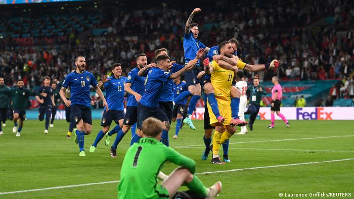 Italy's players celebrate winning Euro 2020 after a penalty shootout