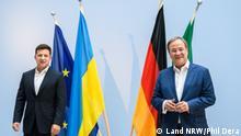 Ministerpräsident Armin Laschet hat am Sonntag, 11. Juli 2021, den Präsidenten der Ukraine, Wolodymyr Selenskyj, zu einem Gespräch in der Vertretung des Landes Nordrhein-Westfalen in Berlin empfangen. Ministerpräsident Laschet bekräftigte, die Reformanstrengungen der Ukraine zu unterstützen.