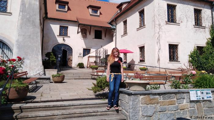 Šarka Jurinova pred muzejom
