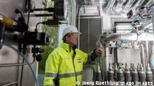 Germany, Hamburg Reitbrook, Eon Hansewerk, Power to Gas storage GERMANY, Hamburg Reitbrook, Eon Hansewerk, Power to Gas storage for wind energy, electrolysis Proton Exchange Membran to generate hydrogene from windpower *** DEUTSCHLAND, Hamburg Reitbrook, Eon Hansewerk, Power to Gas Anlage speist aus ueberschuessigen Windstrom mittels PEM Elektrolyse Proton Exchange Membran umgewandelten Wasserstoff in das Erdgasnetz ein, Elektrolyseur Hamburg Germany