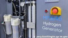 Hamburg, Bergedorf Energiecampus CC4E GERMANY, Hamburg, hydrogen generator *** Hamburg Bergedorf, Energiecampus CC4E, power to gas, Forschung zu Umwandlung von Windstrom zu Wasserstoff, Erzeugung von Wasserstoff im Elektrolyseur Hamburg Germany