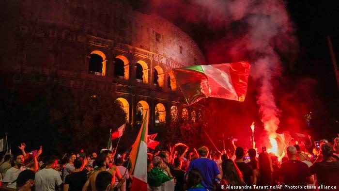 Italian football fans celebrate in Rome