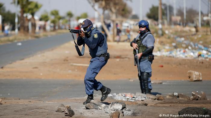 Weltspiegel   Katlehong, Südafrika   Schwere Unruhen und Plünderungen nach Verurteilung von Jacob Zuma