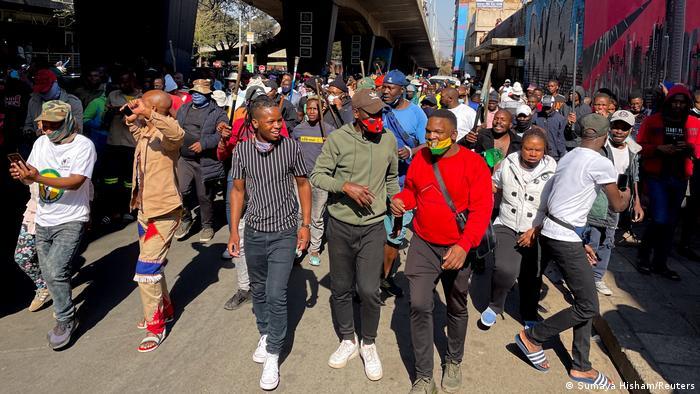 Натовп протестувальників у Йоганнесбурзі, ПАР
