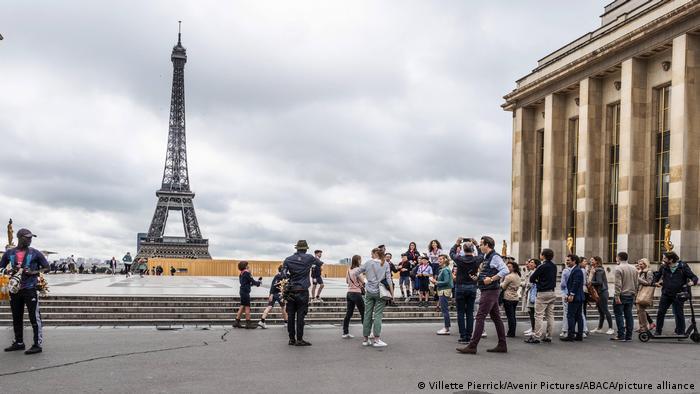 Українські туристи знову зможуть відвідувати Францію