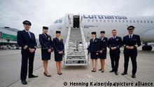 Eine neuen Airbus A321neo Maschine der Deutschen Lufthansa AG steht bei einer Veranstaltung zur Taufe auf den Namen Aachen auf dem Gelände des Flughafens in Düsseldorf.