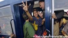 Woman journalist being arrested in Pakistan