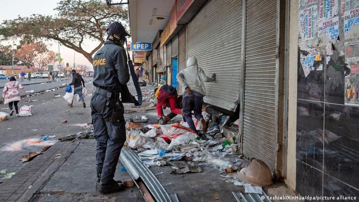 Eskalierende Gewalt in Südafrika: Krisenstab und Militäreinsatz