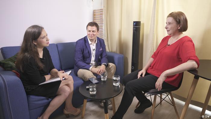 Agnieszka Drummer (po prawej) podczas rozmowy z DW i WP