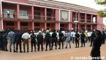 Titel: Protest in Bissau Beschreibung: Polizei geht mit Tränengas gegen Protest in Bissau vor gegen missbräuchliche Steuern und Millionärssubventionen. Ort: Bissau Fotograf: Iancuba Dansó / DW Datum: 14.07.2021 Schlagworte: Guinea-Bissau, Bissau, Protest, Polizei, Tränengas