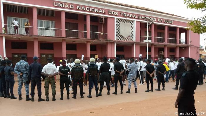 Guinea Bissau Protest Polizei Tränengas