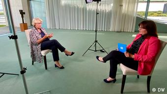 Minister of State for Culture and Media Monika Grütters with DW's editor in chief Manuela Kasper-Claridge