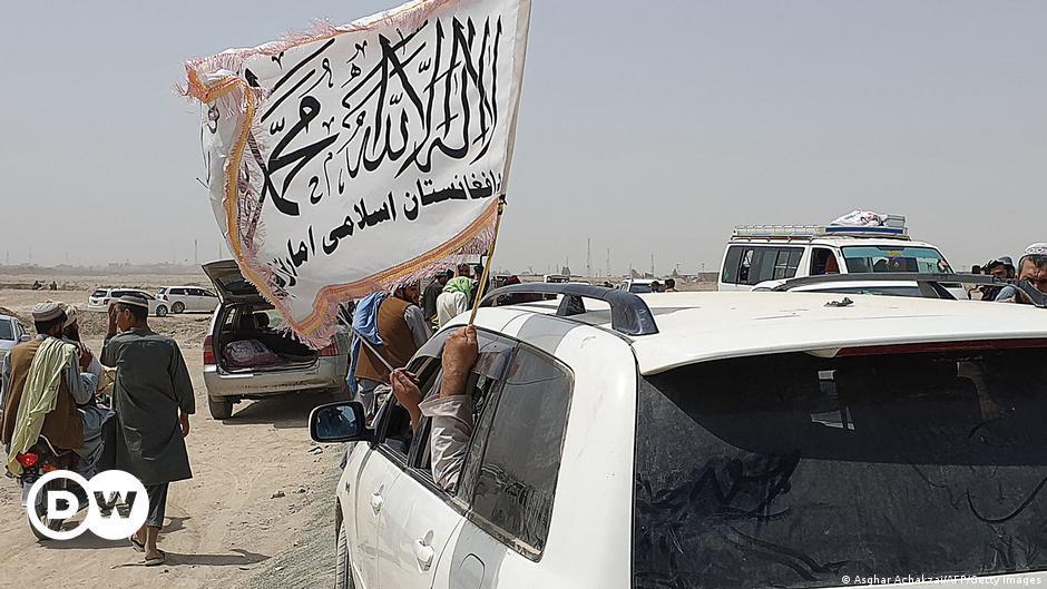 """ساکنان محل: جنگجویان طالبان بعد از تصرف منطقه مرزی دست به """"چپاول"""" زدند"""