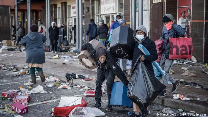 Südafrika, Vosloorus | Politische Unruhen nach der Inhaftierung von Jacob Zuma