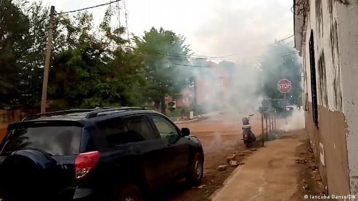 Bissau Polizei setzt Tränengas gegen Demonstranten ein
