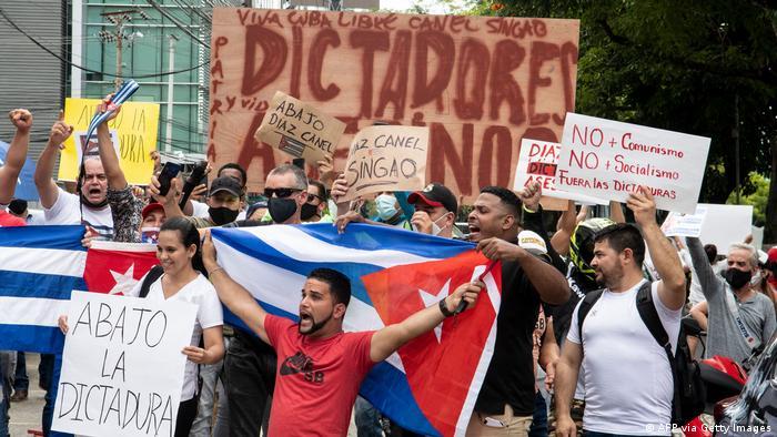 Кубинци протестират в Коста Рика с искане за военна и хуманитарна интервенция в Куба