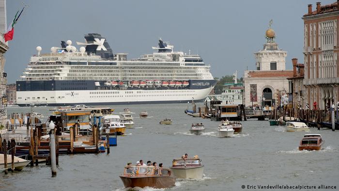 Круїзний лайнер у Венеції