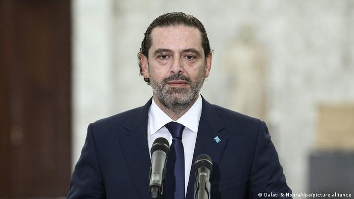 Saad Hariri vor zwei Mikrofonen
