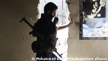 epa05525881 A Jaysh al-Islam fighter (Army of Islam) communicate through a radio with other fighters at Tal al-Siwan area in the rebel-held city of Douma, outskirts of Damascus, Syria, 05 September 2016. Jaysh al-Islam fighters burn tyres, wool, and wood to create smoke clouds in order to blur and disturbe the line of site of snipers and scouts. Jaysh al-Islam, a militia fighting against the Syrian regime, captured Tal al-Siwan from Jaysh al-Tahrir (Liberation Army), a milita alligned with the Syrian regime, on 01 September 2016. EPA/MOHAMMED BADRA ++ +++ dpa-Bildfunk +++