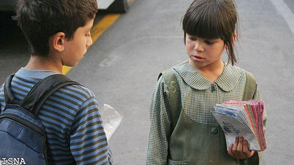 کودکان کار زاییده فقر جامعهاند؛ دو کودک کار خیابان در تهران