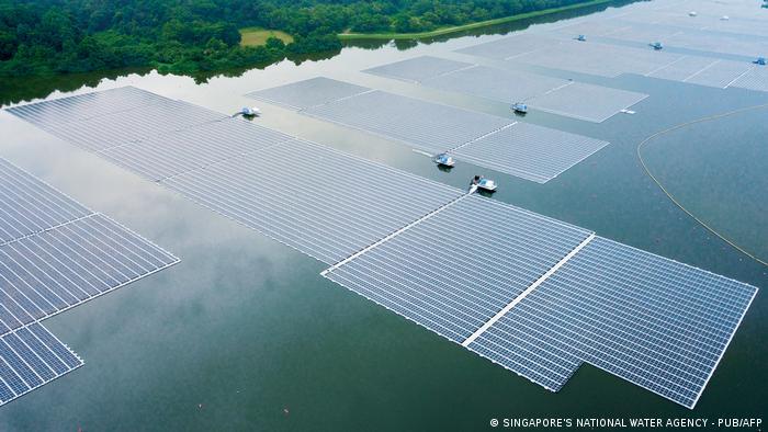 Singapur   Schwimmende Photovoltaikanlage Tengeh
