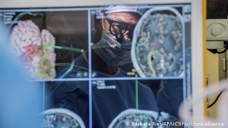 USA Forschung l Neurochirurg Dr. Edward Chang, University of California