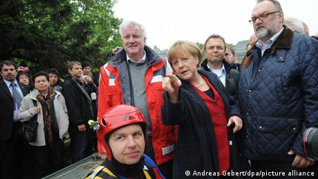 Horst Seehofer and Angela Merkel with helpers and onlookers in Passau in 2013