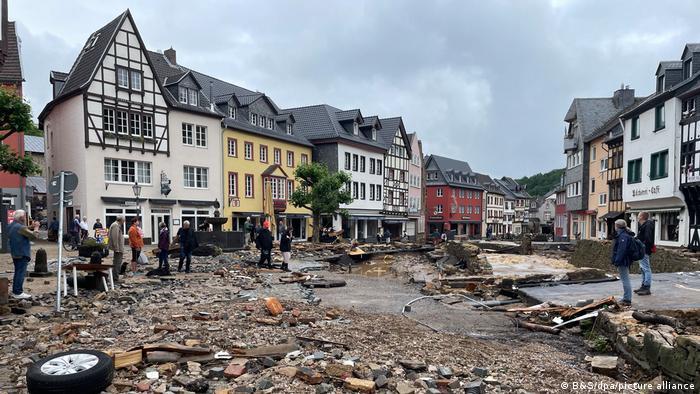 曾经风景如画的小城巴德明斯特艾菲尔(Bad Münstereifel)满目苍夷