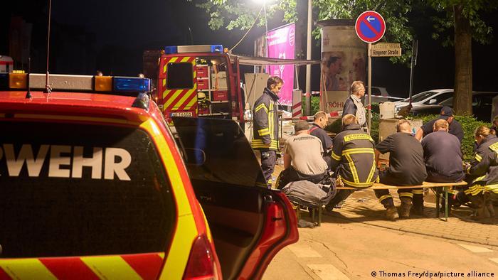 Petugas penyelamat di Bad Neuenahr