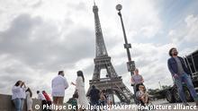 15/07/2021 ©PHOTOPQR/LE PARISIEN/Philippe de Poulpiquet ; Paris ; 15/07/2021 ; Paris (75), le 15 juillet 2021. Les touristes reviennent sur Paris et pourront visiter à nouveau la Tour Eiffel qui ouvre ses portes vendredi après plusieurs mois de fermetures en raison de la crise sanitaire. Paris, France, july 15th 2021 Eiffel Tower will reopen on friday after months of closure due to covid-19 pandemic