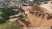 16/07/2021*** Ein Foto, das die Bezirksregierung Köln am Freitag über Twitter verbreitete, zeigt Überschwemmungen in Erftstadt-Blessem. Laut der Behörde sind einige Häuser eingestürzt, mehrere Menschen würden vermisst. +++ dpa-Bildfunk +++