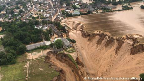 Природна катастрофа на заході Німеччини: десятки жертв повеней