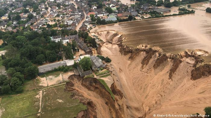 Deutschland Unwetter Schäden Erftstadt Bessem