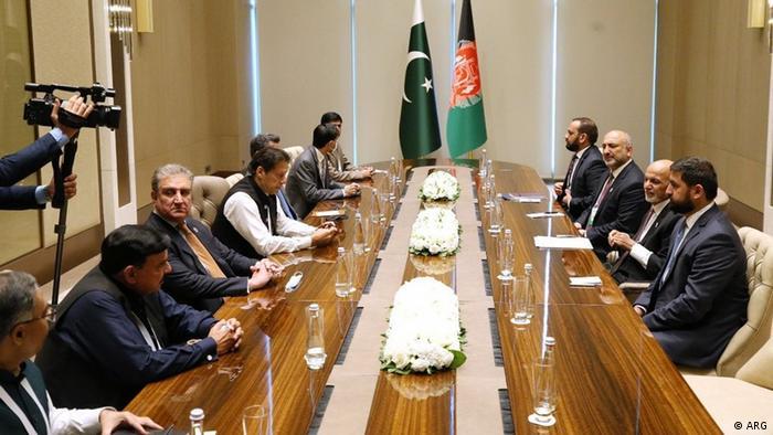 Usbekistan Taschkent   Treffen zwischen Pakistans Präsident Imran Khan und Präsident Ashraf Ghani aus Afghanistan