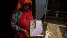 ***ACHTUNG: Bild nur zur mit Mortuza Rashed abgesprochenen Berichterstattung verwenden!*** via Shabnam Surita Rupganj Bangladesh - families of victims of the fire in a factory in Rupganj. Photo: Mortuza Rashed/DW 15/07/2021.