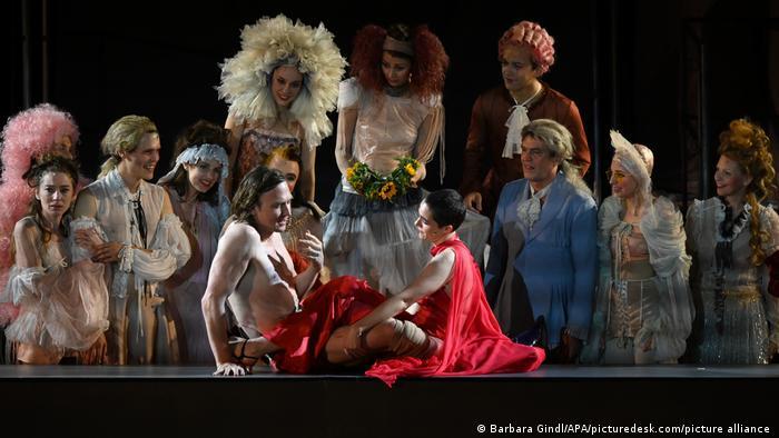 Сцена из спектакля Имярек. Смерть богача