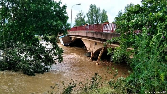 رانش زمین و همچنین سیلاب باعث آسیب دیدن بسیاری از خیابانها و پلهای ارتباطی شده است. ایالت راینلند فالتس آلمان برای مرمت جادهها بودجهای ۵۰ میلیون یورویی در نظر گرفته است.