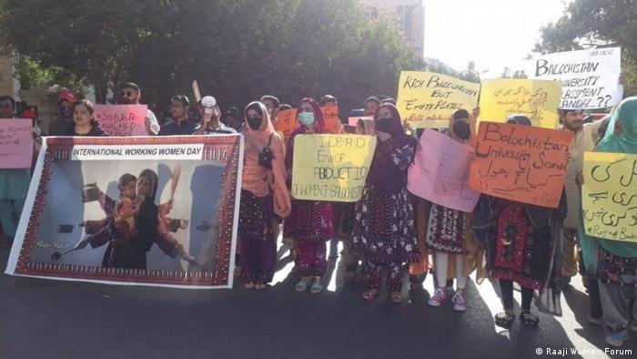 В патриархалното общество в Пакистан жените, които се опитват да отстояват правата си, често стават жертви на насилие.