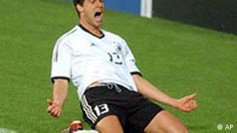 Michael Ballack jubelt nach seinem Tor, Deutschland gegen Südkorea 1:0