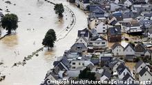 In der Eifel haben heftige Regenf‰lle und Dauerregen f¸r ‹berschwemmungen und ‹berflutungen gesorgt. Im Ahrtal trat der Fluss vielerorts ¸ber die Ufer und ¸berschwemmte nicht nur Keller sondern ganze Ortschaften. Im Bild der Ort Dernau Landkreis Ahrweiler, der beinahe komplett von den Wassermassen geflutet wurde. Viele Menschen verloren alles. Dernau, 15.07.2021 *** In the Eifel heavy rains and continuous rain have caused floods and inundations In the Ahr valley the river overflowed its banks in many places and flooded not only cellars but also whole villages In the picture the village Dernau district Ahrweiler , which was almost completely flooded by the water masses Many people lost everything Dernau, 15 07 2021 Foto:xC.xHardtx/xFuturexImage